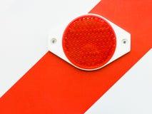 Stäng sig upp av att reflektera röda beståndsdelar arkivbild