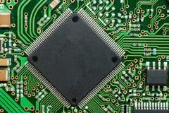 Stäng sig upp av bräde för elektronisk strömkrets med mikrokontrolleren Fotografering för Bildbyråer