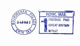 Stäng sig upp av Buckingham slottpoststämpel Royaltyfri Foto