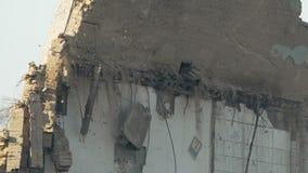 Stäng sig upp av den gamla byggnadsväggen för ruskig förstörelse, historia och krigföljder arkivfilmer
