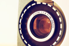Stäng sig upp av den gamla linsen för den 8mm filmprojektorn Royaltyfri Bild