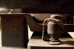 Stäng sig upp av den gamla maskinfabriken som göras av stål och används i PA arkivbilder
