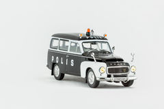 Stäng sig upp av den klassiska tappningpolisbilen, skalamodell Royaltyfri Fotografi