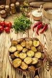 Stäng sig upp av den kokheta bakade potatisen, det bakade varma bredde smör på omslaget Royaltyfria Foton