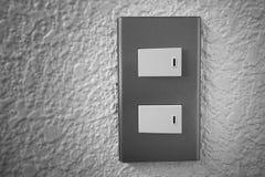 Stäng sig upp av den ljusa strömbrytaren med solljus och skugga på vit bakgrund, vänd på och vänd av, kopieringsutrymme, Fotografering för Bildbyråer