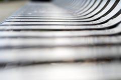 Stäng sig upp av den moderna moderna rostfritt stålgatan eller parkera b Arkivfoton