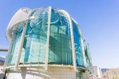 Stäng sig upp av den moderna stadshusbyggnaden av San José på en solig dag, Silicon Valley, Kalifornien Royaltyfri Bild