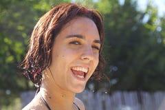 Stäng sig upp av den nya unga kvinnan Arkivbilder