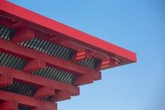 Stäng sig upp av den röda kinesiska paviljongen på platsen av expon royaltyfria foton
