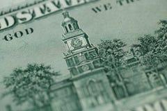 Stäng sig upp av 100 dollar räkning i USA-valuta Arkivbild
