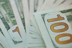 Stäng sig upp av 100 dollar räkning i USA-valuta Royaltyfri Fotografi