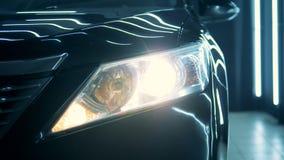 Stäng sig upp av en bils billykta lager videofilmer