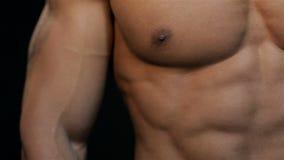 Stäng sig upp av en härlig ABS och bröstkorg arkivfilmer