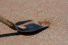 Stäng sig upp av en skyffel på konstruktionsplats Royaltyfri Foto