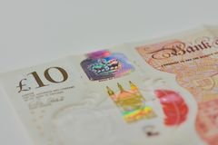 Stäng sig upp av ett tio pund hologram royaltyfria bilder