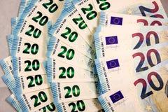 Stäng sig upp av 20 eurokassaanmärkningar royaltyfri foto