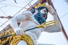 Stäng sig upp av galjonsfigur på Pirate skeppet i Genua, Italien royaltyfri fotografi
