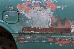 Stäng sig upp av gammal rostig bildörr Royaltyfri Bild
