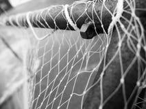 Stäng sig upp av gammalt fotbollmål royaltyfria foton