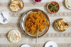 Stäng sig upp av halal mat på golvet Fotografering för Bildbyråer