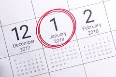Stäng sig upp av januari 2018 på dagbokkalender arkivbild