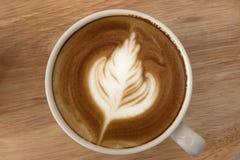 Stäng sig upp av kaffelatte överst, koppen kaffe royaltyfria bilder