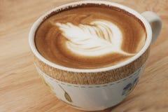 Stäng sig upp av kaffelatte överst, koppen kaffe royaltyfri foto