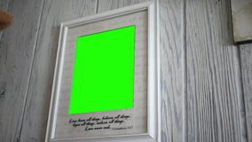 Stäng sig upp av kristen bildram med den gröna skärmen lager videofilmer
