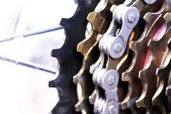 Stäng sig upp av kugghjulen av en cykel Royaltyfria Foton