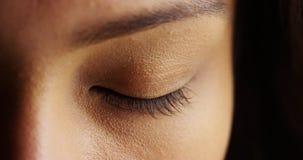 Stäng sig upp av kvinna med stängda ögon på svart bakgrund Royaltyfria Bilder