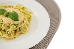 Stäng sig upp av lagad mat pasta som tjänas som med sås Royaltyfria Foton
