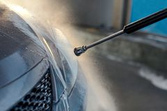 Stäng sig upp av lokalvårdbilen genom att använda högtryckvatten arkivbild