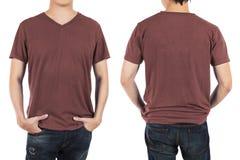 Stäng sig upp av man framme och tillbaka den röda bruna skjortan på vit backg Arkivfoton