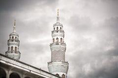 Stäng sig upp av minaret av den stora moskén i phuket Royaltyfria Bilder