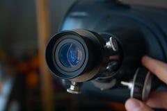 Stäng sig upp av okular av telescop royaltyfri bild
