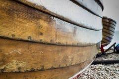 Stäng sig upp av sidan av en träfiskebåt Royaltyfri Fotografi