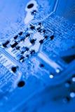 Stäng sig upp av strömkretsar som är elektroniska på brädet för logik för bakgrund för den Mainboard teknologidatoren, CPU-moderk Royaltyfri Fotografi