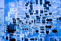 Stäng sig upp av strömkretsar som är elektroniska på brädet för logik för bakgrund för den Mainboard teknologidatoren, CPU-moderk Royaltyfri Foto