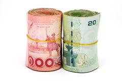 Stäng sig upp av Thailand valuta, thai baht med bilderna av den Thailand konungen Valör av 20 baht och 100 bahter Royaltyfri Foto