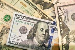Stäng sig upp av USA sedlar, 100 oss dollaranmärkning, 50 oss dollaranmärkningar, 20 oss dollaranmärkningar Royaltyfria Bilder