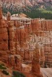Stäng sig upp av vita röda stencolums i Utah arkivfoton