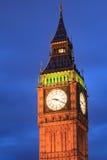 Stäng sig upp Big Ben på skymning i London, UK Arkivbilder