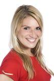 Stäng sig upp blond kvinna i röd skjortastående royaltyfri fotografi