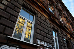 Stäng sig upp byggnadsarkitektur i Zagreb, Kroatien arkivfoto