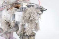 Stäng sig upp damm på motorisk elektrisk fan och kopiera utrymme Fotografering för Bildbyråer