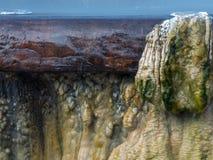 Stäng sig upp den GeyserHot Springs gränsmärket på offentliga Raksawarin parkerar I Arkivbilder