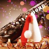 Stäng sig upp den karnevalhatten, banderoller och saxofonen Royaltyfri Foto