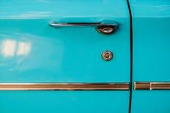 Stäng sig upp detaljen av en klassisk australisk motorisk bil från 50-tal eller 60-tal Arkivfoto