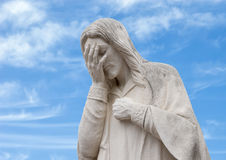 Stäng sig upp fo och Jesus Wept Statue, den nationella minnesmärken för oklahoma city & museet Arkivbild
