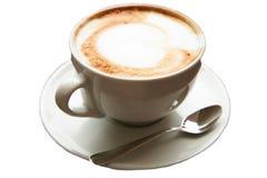 Stäng sig upp kaffe för hjärta för konst för koppofcapuccinolatte på den wood backgrouen Fotografering för Bildbyråer